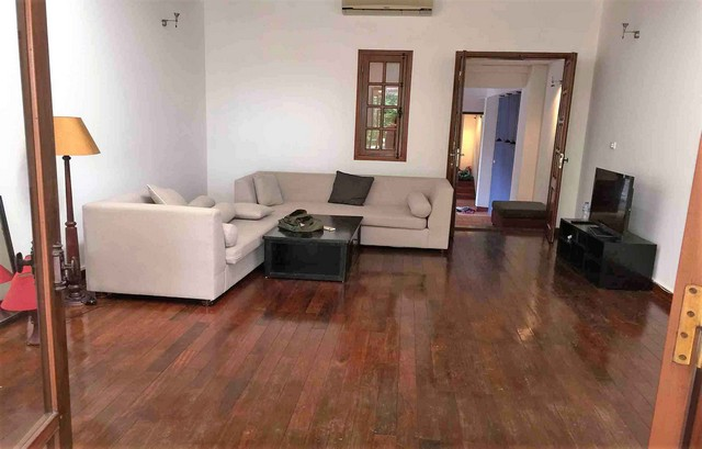 Renting 5 storey house with view of Hoan Kiem lake in Hang Khay, Hoan Kiem district