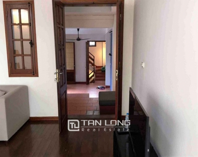 Renting 5 storey house with view of Hoan Kiem lake in Hang Khay, Hoan Kiem district 3