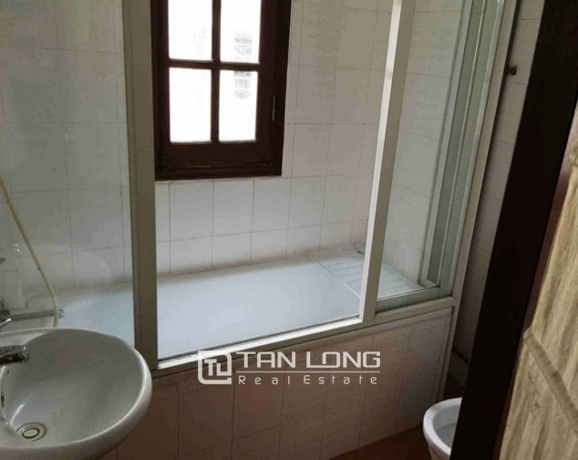 Renting 5 storey house with view of Hoan Kiem lake in Hang Khay, Hoan Kiem district 9