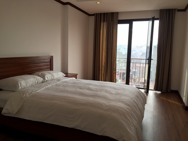 Renting 70m2 serviced apartment with 2 bedrooms in Ly Nam De street, Hoan Kiem dist
