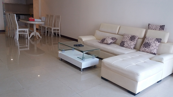 Renting apartment in R1 Vinhomes Royal City, 3 beds/ 2 baths