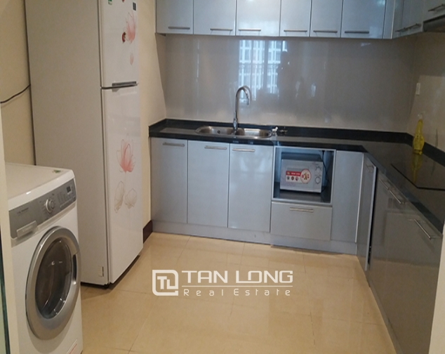 Renting apartment in R1 Vinhomes Royal City, 3 beds/ 2 baths 4