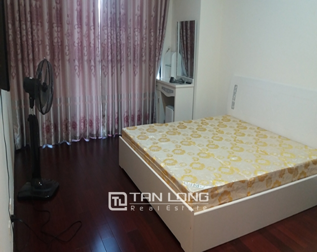 Renting apartment in R1 Vinhomes Royal City, 3 beds/ 2 baths 5