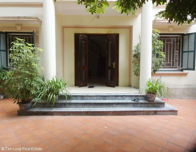 Renting garden villa with 4 bedroom in To Ngoc Van street, Hanoi, 350sqm 4
