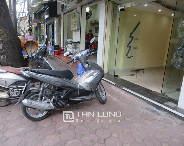 Road-front 3 storey house for rent in Ho Xuan Huong, Hai Ba Trung, Hanoi 2