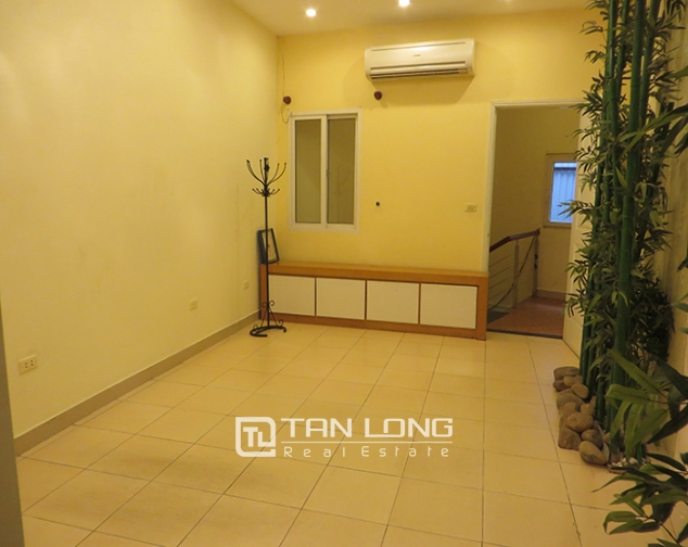 Road-front 3 storey house for rent in Ho Xuan Huong, Hai Ba Trung, Hanoi 1