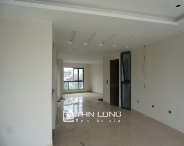 Road-front office for rent on level 3-4 in Au Co, Tay Ho, Hanoi 3