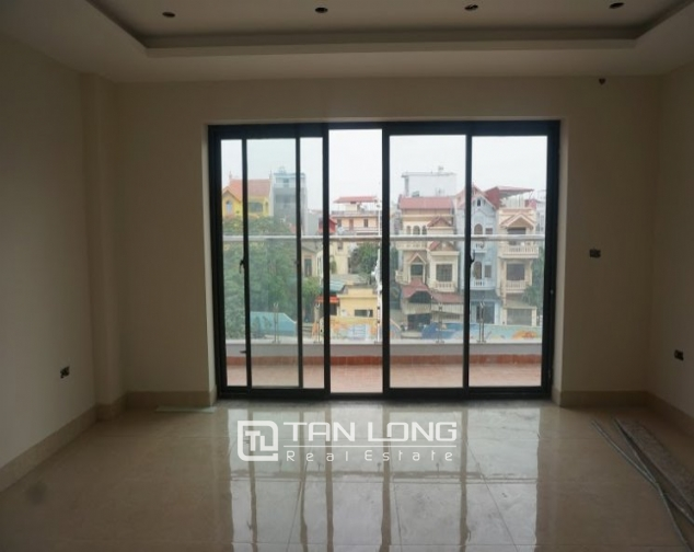 Road-front office for rent on level 3-4 in Au Co, Tay Ho, Hanoi 4