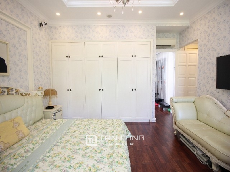 Royal style and new 4 bedroom villa for rent in T2 block Ciputra 1