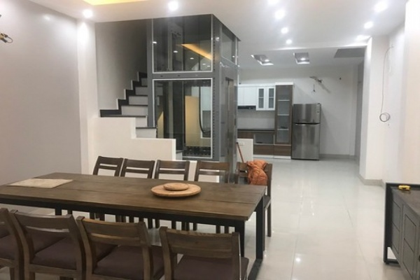 Sell houses in An Duong Vuong, Au Co, Phu Thuong, Tay Ho, 37m2 x 5T very nice new, parked cars, 2.75 billion