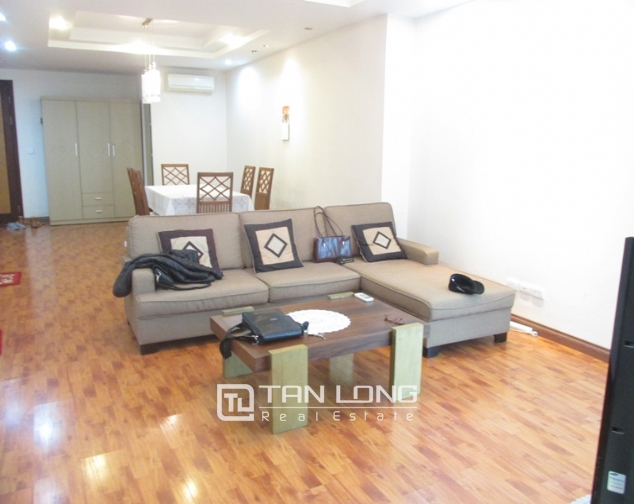 Selling 3 bedroom apartment in E5 Ciputra, full furniture 1