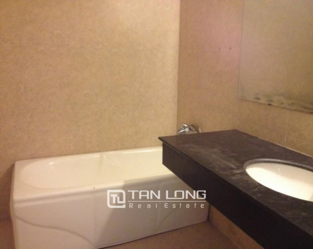 Selling 3 bedroom apartment in Vuon Dao Building, Lac Long Quan, Tay Ho 4