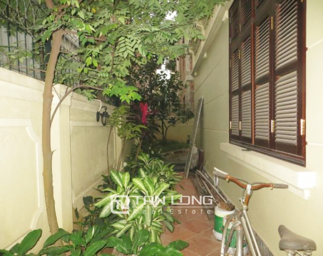 Selling 3.5 storey villa in Viet Hung urban, full furniture 3