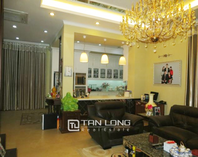 Selling 3.5 storey villa in Viet Hung urban, full furniture 4