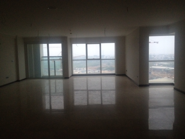 Selling 4 bedroom apartment with no furniture in L2 Ciputra Hanoi