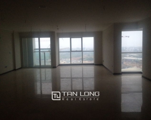 Selling 4 bedroom apartment with no furniture in L2 Ciputra Hanoi 1