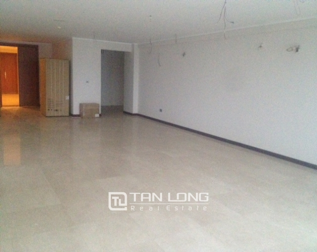 Selling 4 bedroom apartment with no furniture in L2 Ciputra Hanoi 2