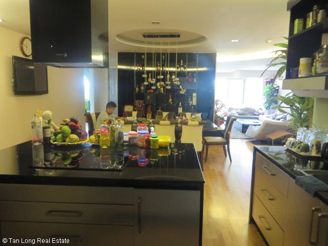 Selling 4 bedrooms unit in P2 Tower, Ciputra, Hanoi 8