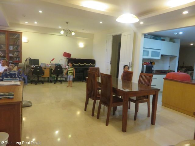 Selling 4 nice bedrooms apartment in P2 Building, Ciputra, Bac Tu Liem, Hanoi 10