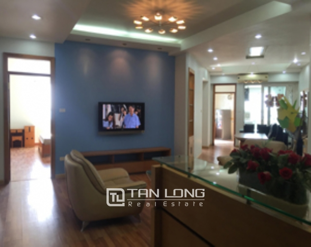Selling high floor 2 bedroom apartment in 34T Trung Hoa Nhan Chinh urban, Cau Giay 1