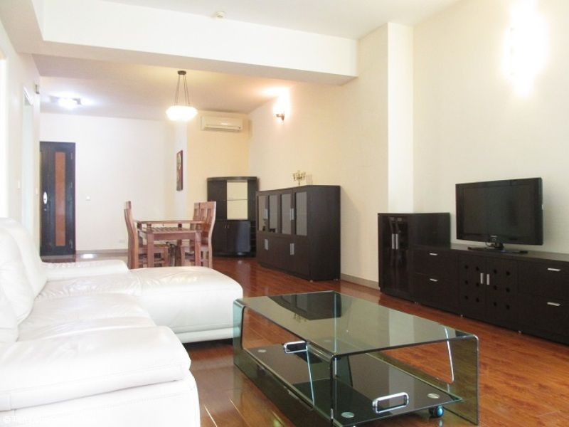 Selling nice 3 bedroom apartment in E1 Ciputra, Tay Ho, Hanoi 2
