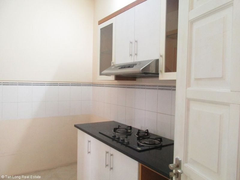 Selling nice 3 bedroom apartment in E1 Ciputra, Tay Ho, Hanoi 4