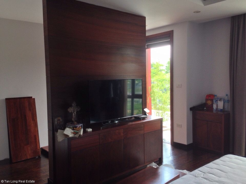 Semi-detached villa for rent in Gamuda Garden, Hoang Mai District 9