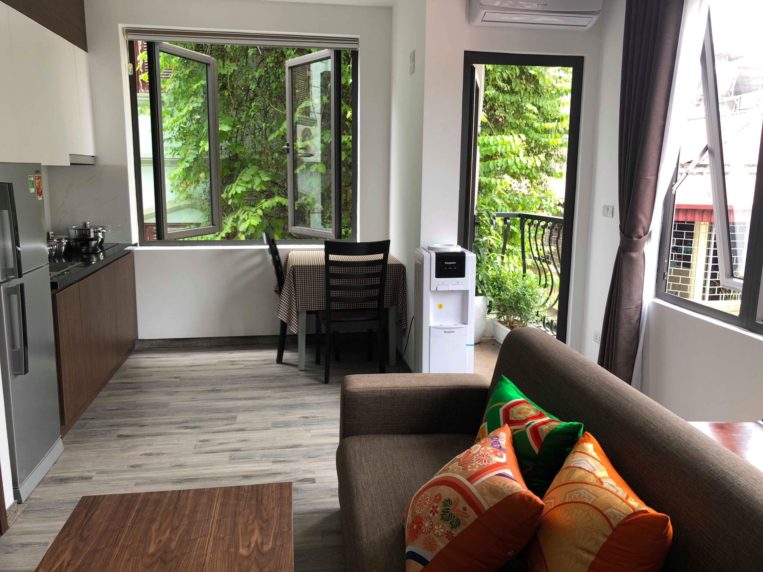 Serviced apartment for rent on Tran Quoc Hoan street