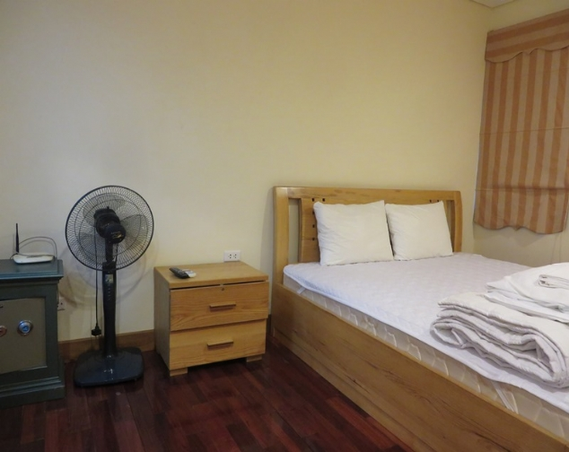 Serviced apartment with 2 bedrooms, 2 bathrooms in Lang street, Dong Da district to rent 2
