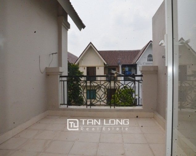Shocking price – 1000usd for a beautiful river view and new 4 bedroom villa for rent in Hoa Lan 6 Street, Vinhomes Riverside 8