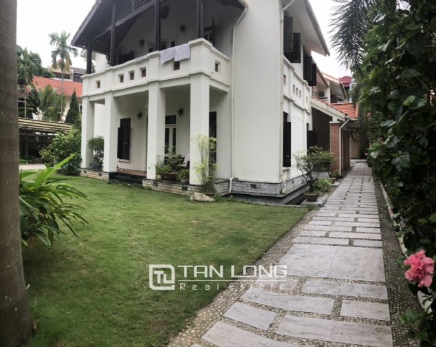 Spacious 5 bedroom villa with garden for rent in Dang Thai Mai, Tay Ho, Hanoi 2