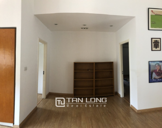 Spacious 5 bedroom villa with garden for rent in Dang Thai Mai, Tay Ho, Hanoi 6