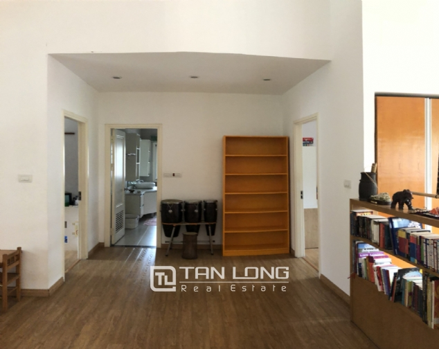 Spacious 5 bedroom villa with garden for rent in Dang Thai Mai, Tay Ho, Hanoi 10