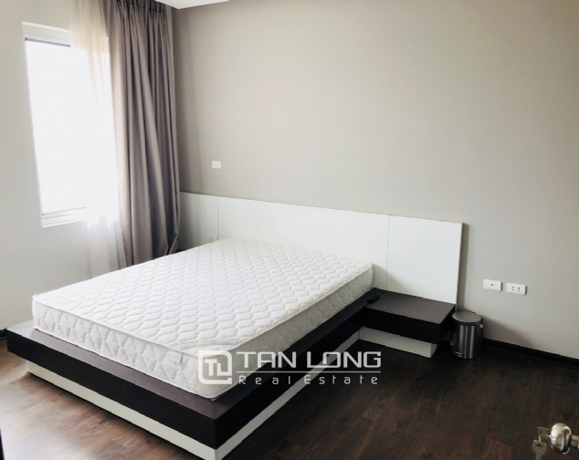 Spacious apartment for rent in Lac Long Quan street, Tay Ho district! 5