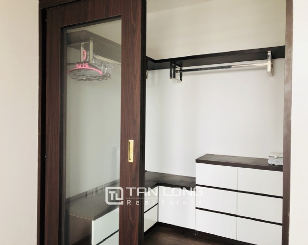 Spacious apartment for rent in Lac Long Quan street, Tay Ho district! 6