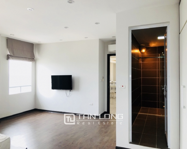 Spacious apartment for rent in Lac Long Quan street, Tay Ho district! 10