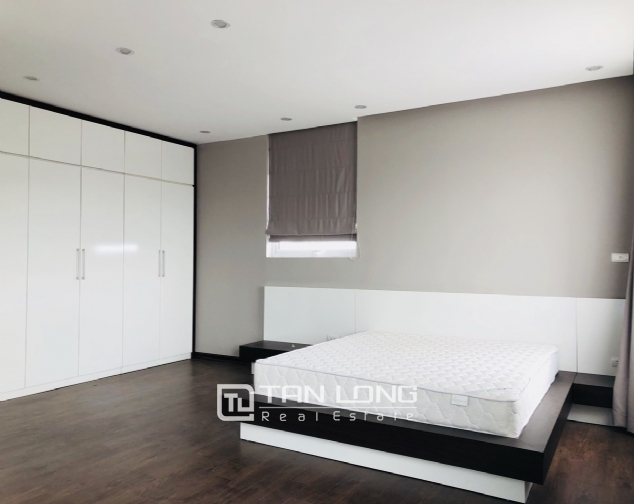 Spacious apartment for rent in Lac Long Quan street, Tay Ho district! 8