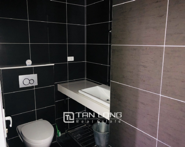 Spacious apartment for rent in Lac Long Quan street, Tay Ho district! 3