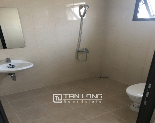 Spacious apartment with 2 bedroom in Lac Hong Building! 4