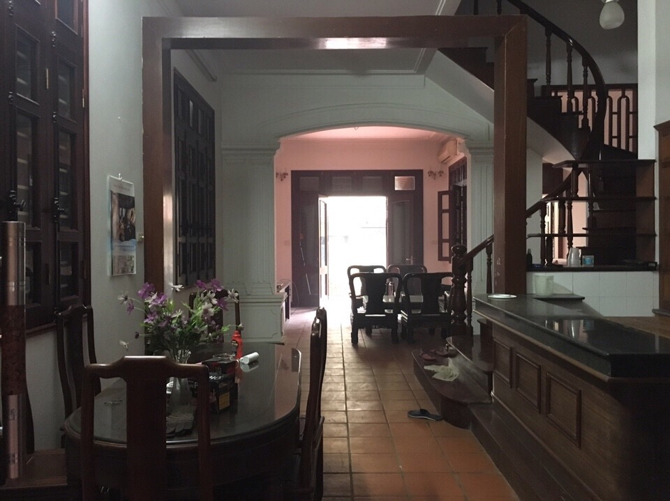 Spacious house with 4 bedroom in Au Co stress, Tay Ho District for rent