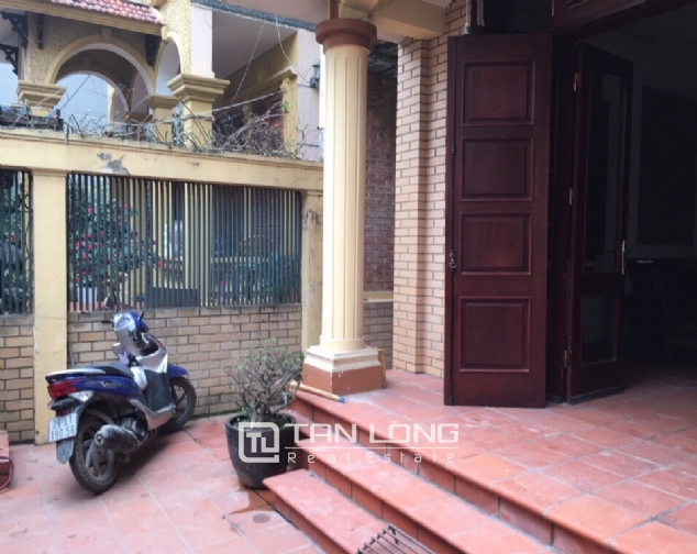 Spacious house with 4 bedroom in Au Co stress, Tay Ho District for rent 1