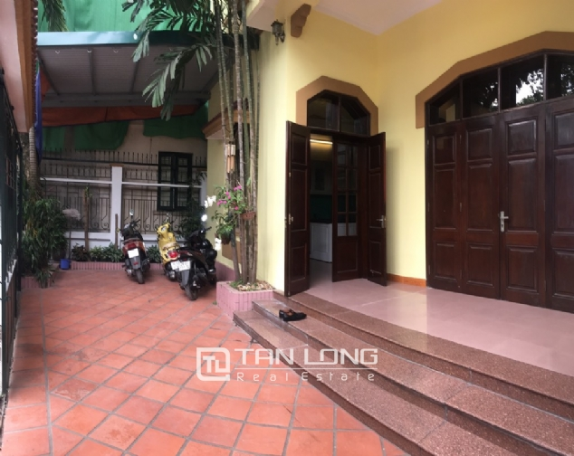 Spacious house with 5 bedrooms for rent on Xom Chua, Dang Thai Mai street! 3