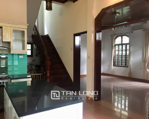 Spacious house with 5 bedrooms for rent on Xom Chua, Dang Thai Mai street! 4