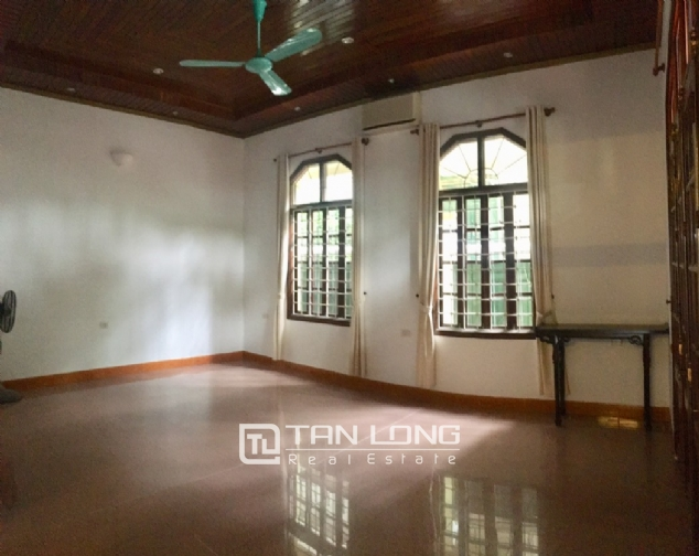 Spacious house with 5 bedrooms for rent on Xom Chua, Dang Thai Mai street! 5