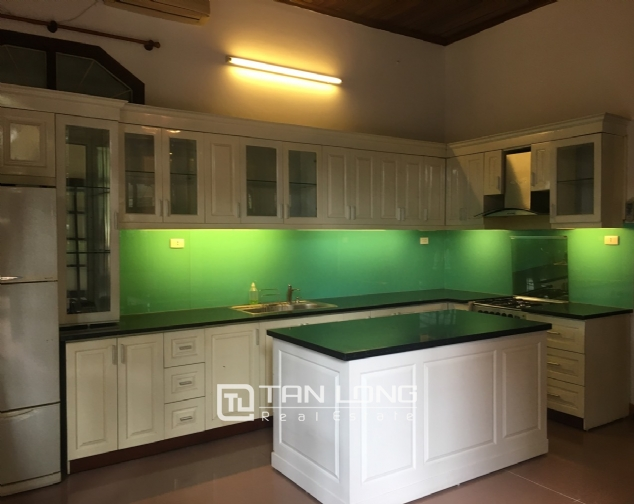 Spacious house with 5 bedrooms for rent on Xom Chua, Dang Thai Mai street! 7