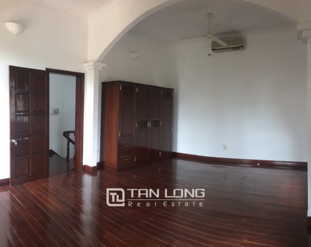 Spacious house with 5 bedrooms for rent on Xom Chua, Dang Thai Mai street! 1