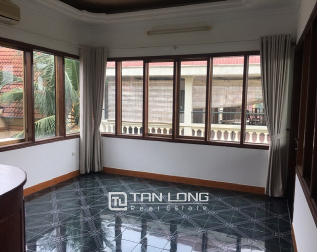 Spacious house with 5 bedrooms for rent on Xom Chua, Dang Thai Mai street! 6