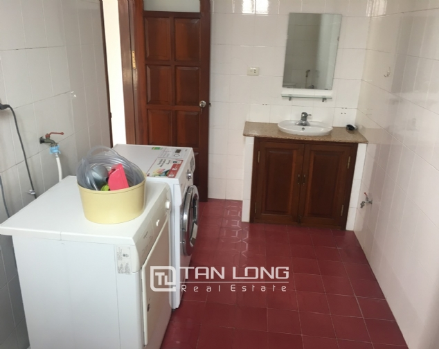 Spacious house with 5 bedrooms for rent on Xom Chua, Dang Thai Mai street! 8
