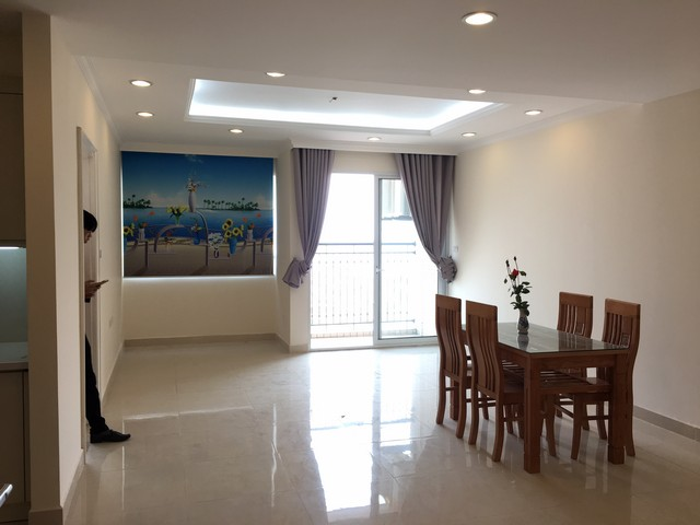 Spacious lakeview apartment in Lac Long Quan str., Tay ho dist., Hanoi for lease