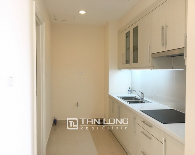 Spacious lakeview apartment in Lac Long Quan str., Tay ho dist., Hanoi for lease 3